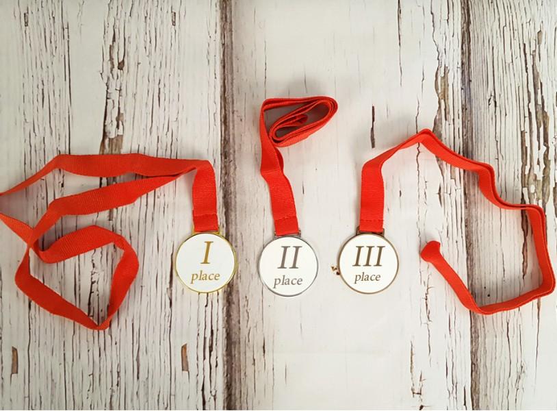 Medalite komplekt oma tekstiga või pildiga